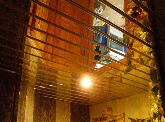 на фото потолок Албес