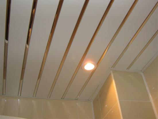 Comment peindre un plafond en bois vernis sarcelles for Faire un faux plafond en bois