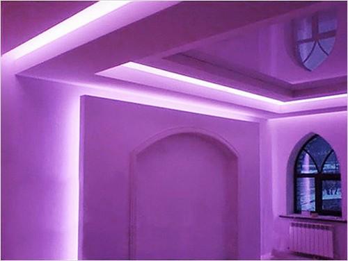 фиолетовая подсветка натяжного потолка