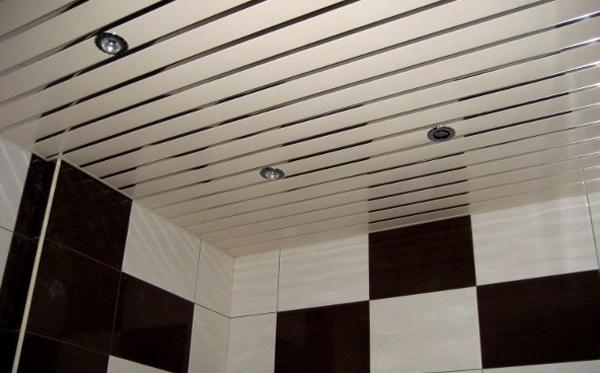 реечные потолки на кухне фото