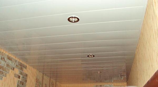 реечные потолки для кухне фото