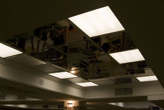 стеклянные подвесные потолки с подсветкой