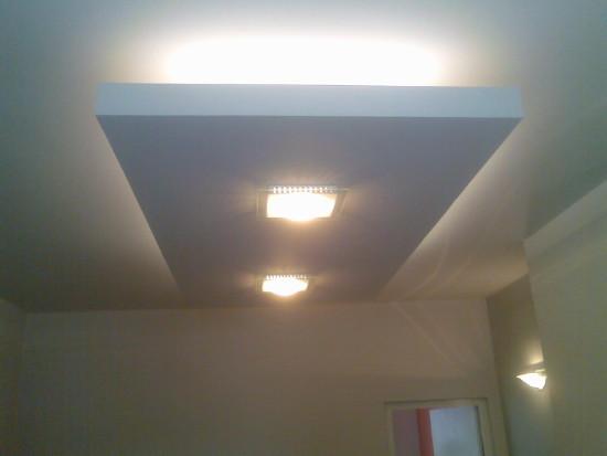 Потолок из гипсокартона в зале