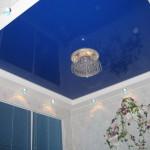 Как выбрать освещение для натяжных потолков