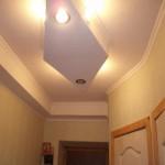 Подвесной потолок в коридоре из гипсокартона