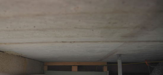 betonniy-potolok-v-interiere-01