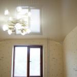 Натяжные потолки в хрущевке – «модерн и классика»