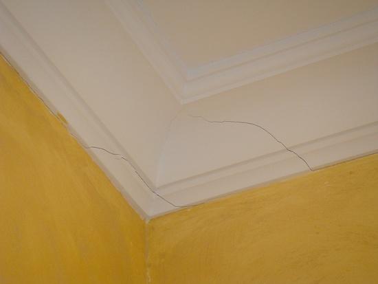трещины на потолке в хрущевке