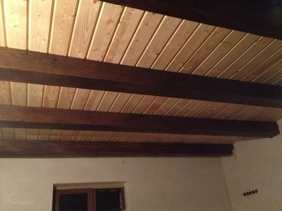 Отделка деревянного потолка своими руками 731
