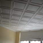 Как клеить квадраты на потолок из пенопласта
