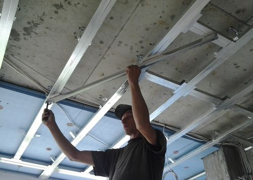 Монтаж двухуровневого потолка из гипсокартона с подсветкой 79