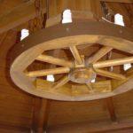 Обзор про деревянные люстры для дома под старину