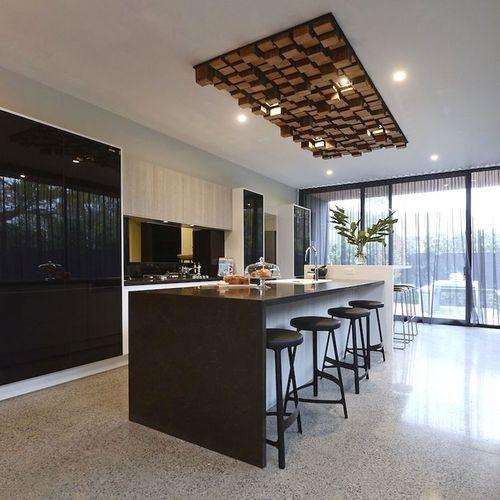 Timber Kitchen Black Benchtop: Люстры для кухни: потолочные подвесные Прованс