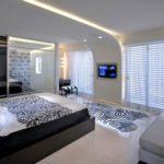 Способы как монтировать подвесные потолки в спальне
