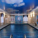 Как сделать и оформить потолок в бассейне